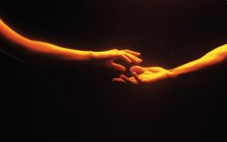 Tra due persone può nascere un mondo. E' questo che gli amanti abbracciano.