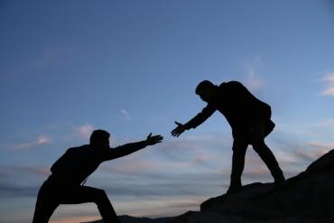 Help the other l'altro aiutare gli altri agire