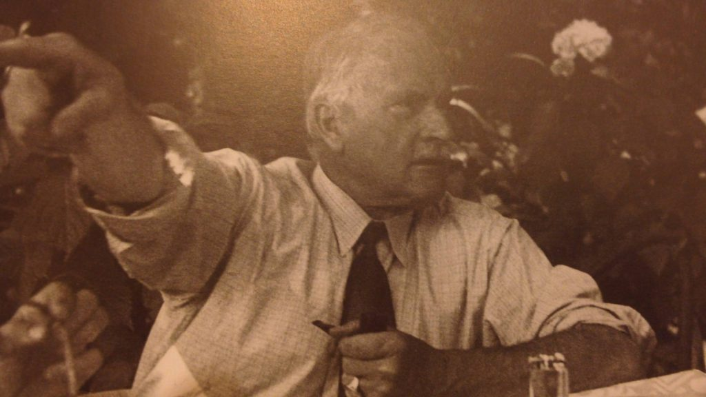 Jung alla tavola rotonda sulla terrazza di Casa Gabriella nel 1940. Coll. Eranos Foundation