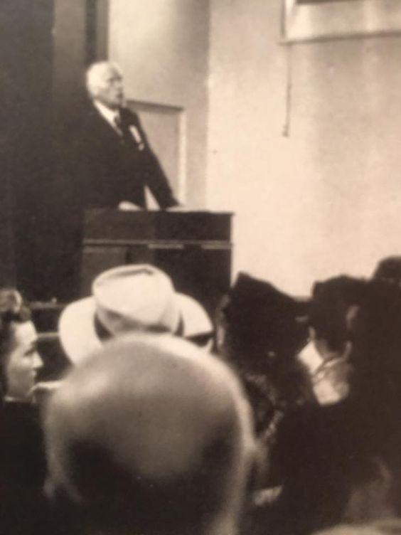 Jung durante una conferenza su Paracelso