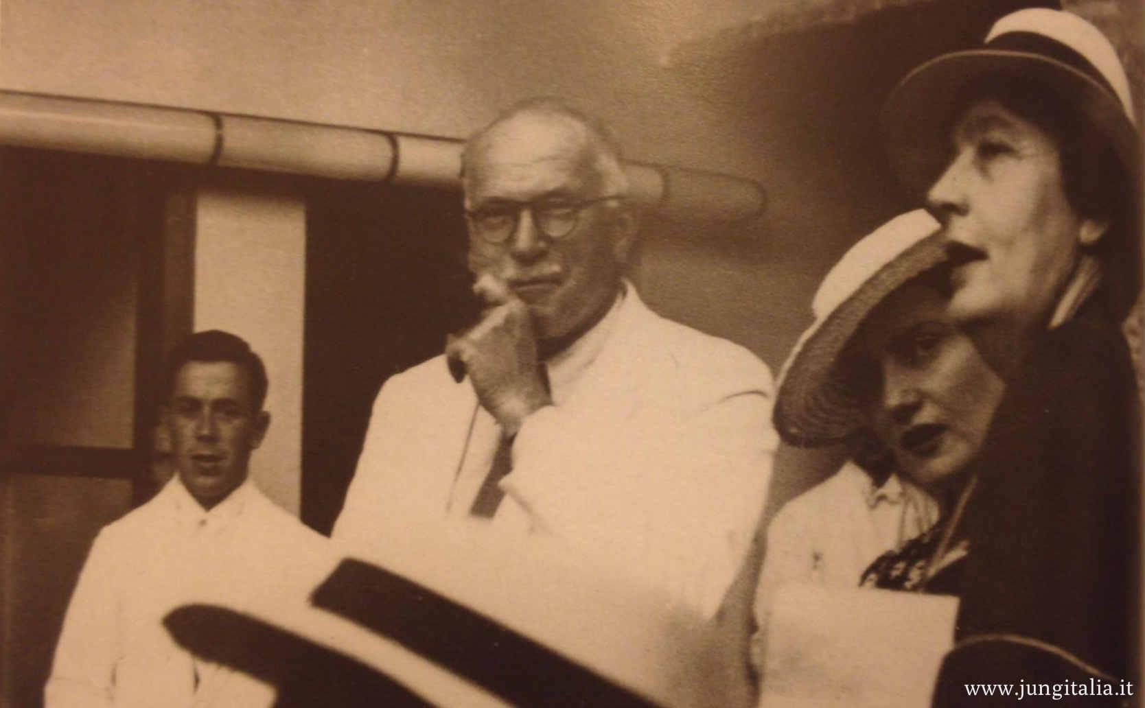 Jung e la principessa Marie-Alix von Hohenzollern-Sigmaringen, figlia dell'ultimo re di Sassonia e vicina allo Psychologischer Club di Zurigo ad Ascona nel 1936