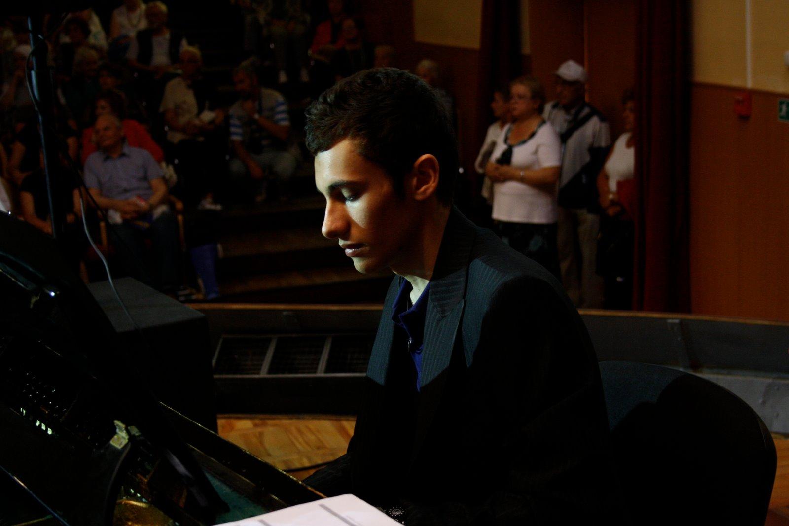 Emanuele, suonando a San Pietroburgo, 2009