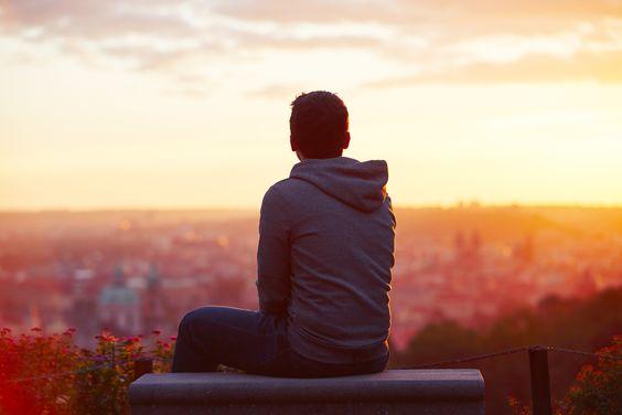 Boy Ragazzo Orizzonte Tramonto solitudine interiorità