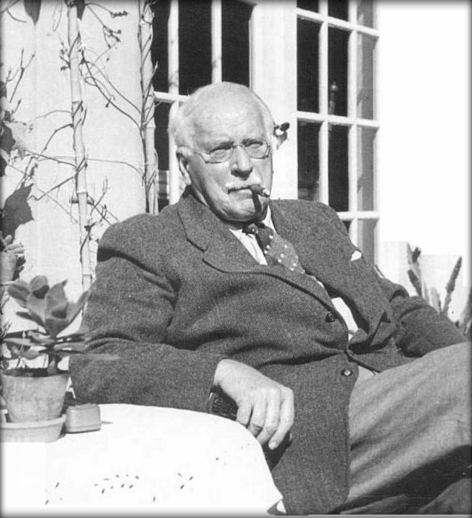 Jung casa seduto