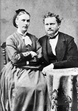 GENITORI DI JUNG: Johann Paul Achilles Jung (1842 -1896) ed Emilie Preiswerk (1848 - 1923).